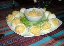 Recette - Oeufs mimosa à la betterave en pas à pas Food And Drink, Pudding, Breakfast, Desserts, Recipes, Kiri, Mimosas, Mayonnaise, Crochet