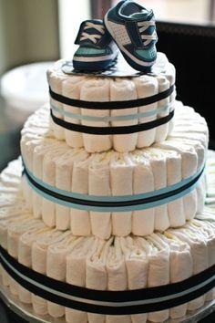 Diaper cake - Tarta de pañales - Baby shower gifts and crafts Cadeau Baby Shower, Deco Baby Shower, Shower Bebe, Baby Shower Diapers, Baby Boy Shower, Baby Shower Gifts, Baby Gifts, Baby Shower Parties, Baby Showers