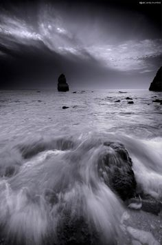30 Beautiful Black and White Photography gathered from Deviant Art. mostly of nature scapes. black white photography