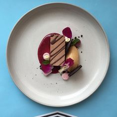 YASSSS BROS ON DECK 2NITE PB &J X SOIGNÉ: OREO THINS GIANT SLAB OF MISSISSIPI MUD PIE OVER CONCORD GRAPE JELLY COULIS QUENELLE OF WHIPPED PEANUT BUTTER OREO COOKIE LANDBITS PURPLE MAYNARDS WINE GUMS CANDY ORCHID PETALS. #soigné #theartofplating #fourmagazine #sponsored #pb&jallday #mudpie #tinyleafs #yassssss #sothin!!! by chefjacqueslamerde