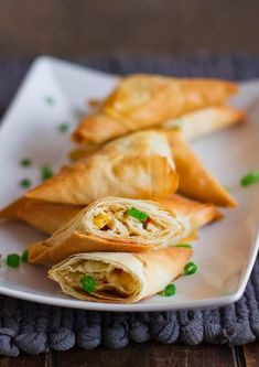 Chicken Phyllo Triangles – a delicious appetizer that's perfect for Cinco de Mayo. These chicken phyllo triangles are filled with chicken, corn and feta. Phyllo Appetizers, Phyllo Recipes, Yummy Appetizers, Appetizer Recipes, Cooking Recipes, Think Food, I Love Food, Good Food, Yummy Food
