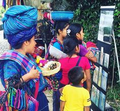 Showing Caleb and Sophia videos in Guatemala via social.jw-archive.org #jworg #jwguatemala http://ift.tt/2ahbnN1