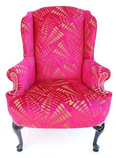 What I would give to use this hot pink chair as the inspiration to decorate an empty room! Love, love, love this chair! Funky Furniture, Home Furniture, Refurbished Furniture, Furniture Design, Estilo Interior, Love Chair, Take A Seat, Home And Deco, Vintage Frames