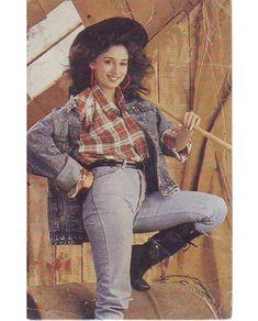 Bollywood Stars, Bollywood Fashion, Bollywood Actress, Most Beautiful Indian Actress, Beautiful Actresses, Hot Actresses, Indian Actresses, Karisma Kapoor, Vintage India