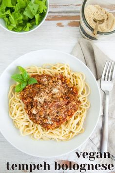 This vegan Tempeh Bolognese can be made in 15 minutes! It's quick, easy, and delicious! | ElephantasticVegan.com #vegan #tempeh #bolognese Vegetarian Recipes Easy, Delicious Vegan Recipes, Dairy Free Recipes, Raw Food Recipes, Dinner Recipes, Healthy Recipes, Vegan Vegetarian, Tempeh, Seitan