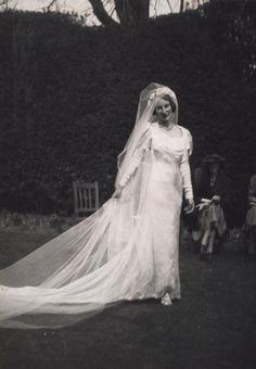 Ursula Longstaff Longstaff's wedding day to John Bowlby 1936 Family Album, Ursula, Photo Archive, British Style, Great Britain, Hamilton, Camisole, Wedding Day, Daughter