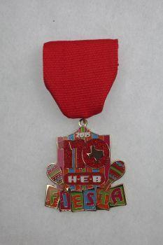 H-E-B's 2015 Fiesta Medal. Photo: JUANITO M GARZA, By Juanito Garza, San Antonio Express-News / San Antonio Express-News