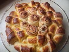 Ne samo da lepo izgleda, nego je izuzetno ukusna i meka i narednog dana :) Za izradu ove pogače potrebno vam je:  500 gr brašna (oštro, tip 400)  2 jaja