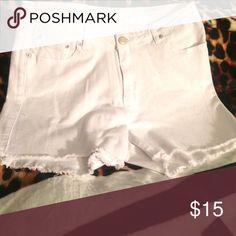 Raw edge white short sz 14 Raw edge white short sz 14 nwot Rue21 Shorts Jean Shorts