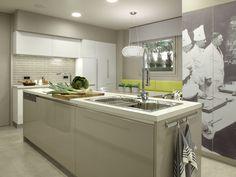 Molins Interiors // arquitectura interior - espacios - cocina - isla - mobiliario - armarios - vinilo - decoración
