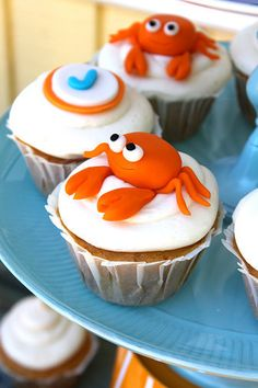 Adorable crab fondant cupcake toppers