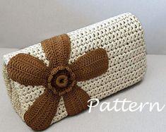 69 Trendy ideas for crochet bag pattern purse etsy Crochet Clutch Bags, Crochet Purse Patterns, Crochet Pouch, Crochet Handbags, Crochet Purses, Crochet Bags, Knitting Patterns, Crochet Shell Stitch, Wallet Pattern