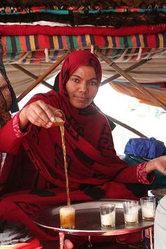 Algeria: Tea serving