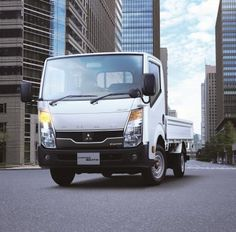 """Kooperation von Fuso und Nissan bei Leicht-Lkw besiegelt: Daimler baut Portfolio in Japan aus - Nachdem sich die japanische Nutzfahrzeugtochter von Daimler und die Nissan Motor Co., Ltd. im Juni auf ein Memorandum of Understanding geeinigt haben, unterzeichneten die Partner heute den Vertrag für die langfristige Kooperation zur gegenseitigen Belieferung von Leicht-Lkw in Japan. So wird der neue """"Fuso Canter Guts"""" ab Januar 2013 die Canter-Produktpalette um einen wendigen Leicht-Lkw ..."""