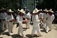 La tradicional musica del Estado de Tabasco es la de los tamborileros, quien con sonidos de percusion e instrumentos de viento hacen de este estado un estado alegre y chicharachero.
