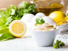 Jak przygotować domowy majonez? Wypróbuj ten najlepszy, naturalny i tradycyjny przepis, który stosowała moja babcia! Prosty i szybko w wykonaniu.