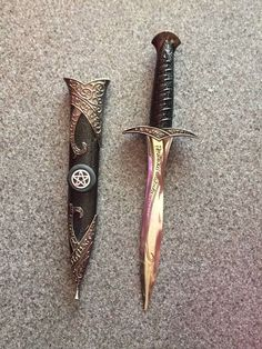 Pretty Knives, Cool Knives, Swords And Daggers, Knives And Swords, Wicca, Knife Aesthetic, Armas Ninja, Cool Swords, Ninja Weapons