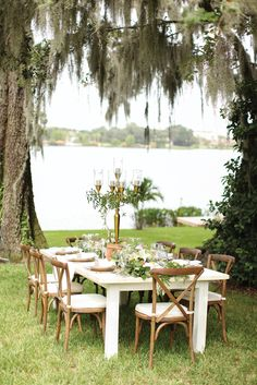 Wooden chairs and greenery bring both rustic and chic components to the table. PHOTOS BY VINE & LIGHT PHOTOGRAPHY