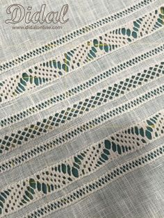 pyuaroylh maria's media content and analytics Types Of Embroidery, Learn Embroidery, Hand Embroidery Stitches, Embroidery Techniques, Ribbon Embroidery, Embroidery Patterns, Hem Stitch, Cross Stitch, Monks Cloth