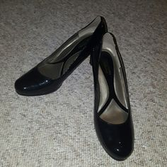 Naturalizer N5 comfort heels. Worn to Marine Corps Ball twice. Naturalizer Shoes Heels