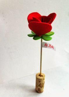 Foam flower DIY. Rosas de goma eva. http://manualidades.euroresidentes.com/2014/03/como-hacer-rosas-de-goma-eva.html: