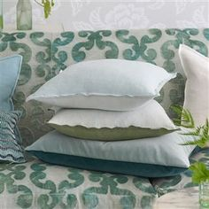 Designers Guild create inspirational home décor collections and interior furnishings including fabrics, wallpaper, upholstery, homeware & accessories. Bed Pillows, Cushions, Designers Guild, Luxury Home Decor, Pillow Cases, Upholstery, Interior Design, Inspiration, Pillows
