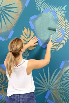 Welcome back, Cutting Edge Stencils DIY-ers! Take a look at this GORGEOUS stenciled tropical wall mural we created just by using wall stencils! This simple DIY… Leaf Stencil, Stencil Diy, Stencil Painting, Stenciling, Painting Wall Designs, Damask Stencil, Faux Painting, Wal Art, Simple Bedroom Design