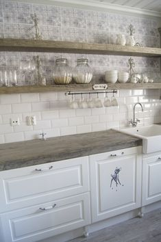 Beautiful kitchen countertops&shelves!