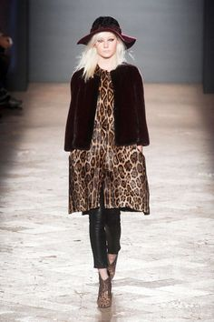 View photos of the Simonetta Ravizza Fall 2014 Ready-to-Wear Collection