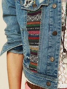 Nice, add a strip of tribal fabric onto a thrift store denim jacket.would be cute with lace inset too. Denim Shop, Diy Fashion, Ideias Fashion, Fashion Design, Fashion Trends, Mode Hippie, Tribal Fabric, Diy Vetement, Diy Mode
