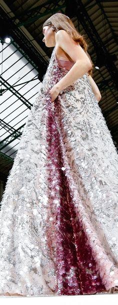 Valentino Spring 2018 Fashion Images, Love Fashion, Girl Fashion, Fashion Show, Fashion Design, Fashion 2018, Haute Couture Paris, Couture Fashion, Valentino Gowns