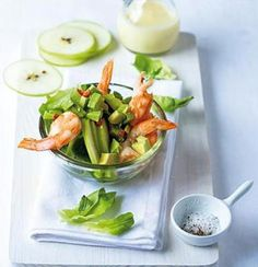 Steamed prawn salad with avocado chilli salsa and lemon aioli | Woolworths Taste