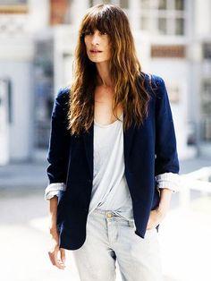 parisienne - parisian style caroline de maigret navy blazer t shirt
