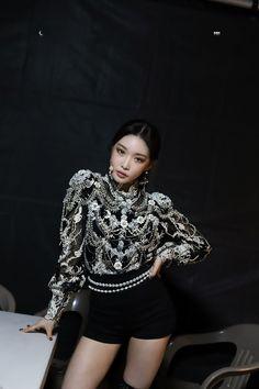 Airport Fashion Kpop, Kpop Fashion, Korean Fashion, Stage Outfits, Kpop Outfits, K Pop, Chloe Kim, Korean Photo, Kpop Girls