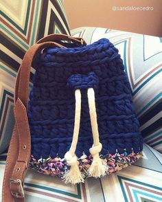 Penye İpten Örgü Çanta Modelleri 16 Crotchet Bags, Knitted Bags, Crochet Clutch, Crochet Purses, Crochet Home, Cute Crochet, Yarn Projects, Crochet Projects, Yarn Bag