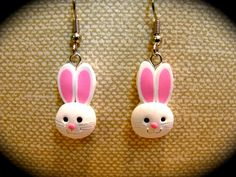 Polymer Clay Easter Bunny Earrings by ShopArtinHeaven Polymer Clay Miniatures, Fimo Clay, Polymer Clay Projects, Polymer Clay Charms, Polymer Clay Creations, Polymer Clay Earrings, Clay Beads, Clay Crafts, Jumping Clay