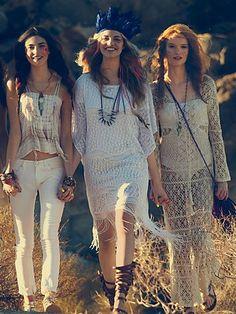 Free People's cute dresses fit every occasion! Shop online for summer dresses, sundresses, casual dresses, white boho maxi dresses & more. Estilo Hippie Chic, Hippy Chic, Boho Chic, Boho Gypsy, Hippie Boho, Bohemian Style, Hippie Style, Gypsy Soul, Hippie Masa