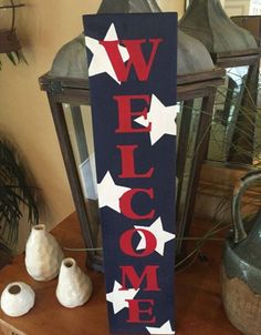 you must have witnessed some extremely beautiful typography and wooden welcome signs for your home. Yes, House-owners! It's always fun placing wooden signs Patriotic Crafts, July Crafts, Summer Crafts, Holiday Crafts, Pallet Crafts, Wooden Crafts, Wooden Diy, Pallet Ideas, Wood Ideas