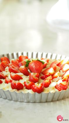 Tart with strawberry and pudding.