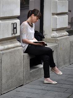 Women Reading - megazal: 20140605_9564_edited-1 (via bob8952)