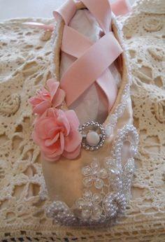 Pink Peach white and cream Sugarplum Fairy decorated pointe balett shoe Victorian ballet pointe shoe
