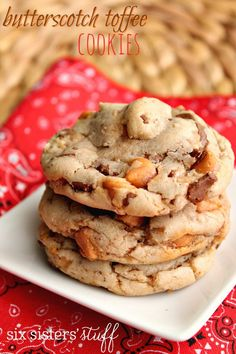 These are the yummiest cookies and they are so easy to make! You won't believe this, but they only have 5 ingredients! These cookies are soft and chewy, loaded with butterscotch and chocolate toffee bits! Butterscotch Cookies, Toffee Cookies, Cake Mix Cookies, Yummy Cookies, Cookies Soft, Shortbread Cookies, Toffee Cookie Recipe, Toffee Cake, Chocolate Toffee