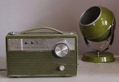 Hippe, vintage radio van A.B.F., type 'Twin Power Solid'. Denk afkomstig uit de jaren '50 of '60. Werkt nog! Erg leuk ter decoratie in een huis vol vintage/retro. Prijs: 45 euro.