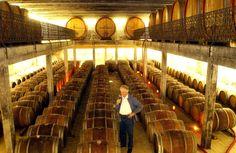 Herr Vollmer leitet seit über 42 Jahren erfolgreich das renommierte Weingut Vollmer. Hier zu sehen im großen Weinkeller im Weingut Vollmer. Awesome Winecellar with Barriques.