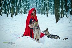 Veronika Santosi. Red hood