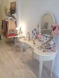 shabby chic beauty desk/room