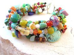 Multi Color Beaded Bracelet. Six Strand Bracelet. por JensBeadBox