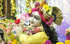 To view Gopinath Close Up Wallpaper of ISKCON Chowpatty in difference sizes visit - http://harekrishnawallpapers.com/sri-gopinath-close-up-wallpaper-133/