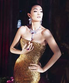 Gong Li adorned with Piaget Couture Précieuse jewelry. Swiss luxury watchmaker and jeweler, Piaget , has named actress Gong Li as its new g. Gong Li, In China, China Girl, Gold Fashion, Asian Fashion, Fashion Jewelry, Beautiful Women Over 40, Actrices Sexy, Mode Glamour