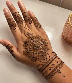 Pretty Henna Designs, Modern Henna Designs, Henna Art Designs, Mehndi Designs For Beginners, Wedding Mehndi Designs, Mehndi Designs For Hands, Leg Henna, Henna Ink, Henna Tattoo Designs Simple